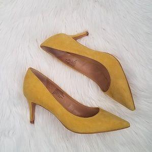 Banana Republic suede mustard pumps